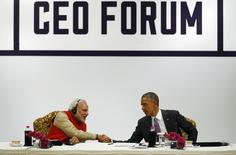 U.S. President Barack Obama shakes hands with India's Prime Minister Narendra Modi (L) at the conclusion of a CEO Roundtable and Forum at the India U.S. Business Summit in New Delhi January 26, 2015. REUTERS/Jim Bourg