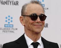 """Joel Grey em evento de 40 anos do filme """"Cabaret"""" em Hollywood. 12/04/2012. REUTERS/Fred Prouser"""