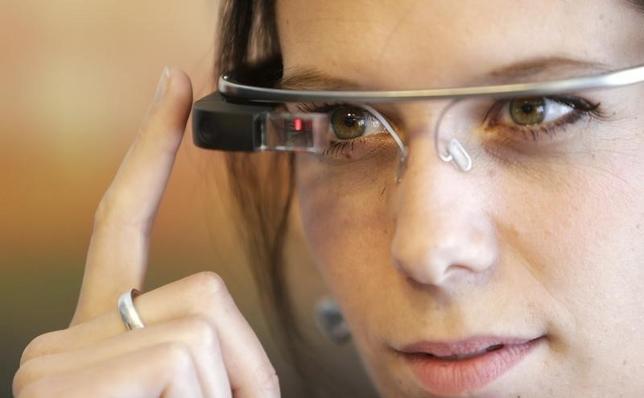 1月29日、インターネット検索大手の米グーグルは第4・四半期決算の席で、眼鏡型端末「グーグル・グラス」の失敗を公の場で初めて認めた。2014年5月撮影(2015年 ロイター/David W Cerny)