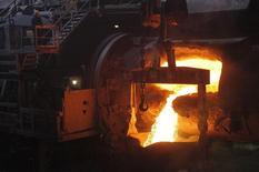 Цех комбината Норильского никеля. Норильск, 16 апреля 2010 года. Крупнейший в мире производитель никеля и палладия Норильский никель увеличил выпуск никеля на 5 процентов до около 74.000 тонн, сообщила компания в пятницу. REUTERS/Ilya Naymushin