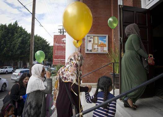 Muslim women arrive for the prayer service at the Women s Mosque of America in downtown Los Angeles, California January 30, 2015.  The first mosque in the United States to be solely dedicated to women launched with a women-led prayer service.  REUTERS-Lori Shepler   (UNITED STATES - Tags: RELIGION SOCIETY)