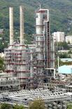 Imagen de archivo de una refinería de Rosneft en Tuapse, Rusia. 6 de septiembre, 2006. La producción de petróleo en Rusia bajó en enero a 10,66 millones de barriles por día (bpd) desde los 10,67 millones de bpd en diciembre, mostraron el lunes datos del Ministerio de Energía. REUTERS/Sergei Karpukhin