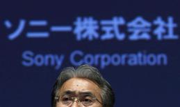 En la imagen, el director financiero de Sony, Kenichiro Yoshida, durante una conferencia de prensa en Tokio, el 4 de febrero de 2015. La japonesa Sony Corp dijo que su pérdida neta para el 2014 probablemente fue menor que lo previsto anteriormente, luego de que unos recortes de costos y ventas mayores que las esperadas de sus sensores de imagen y consolas de videojuegos PlayStation ayudado a impulsar su ganancia del tercer trimestre. REUTERS/Yuya Shino
