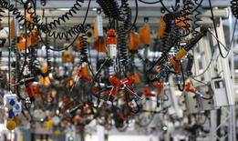 Herramientas en la planta de Mercedes AMG en Affalterbach, Alemania, sep 9 2014. La producción industrial alemana subió menos que lo esperado en diciembre, mostraron el viernes datos del Ministerio de Economía, en una señal más de que la mayor economía de Europa tuvo un final débil para el 2014. REUTERS/Kai Pfaffenbach