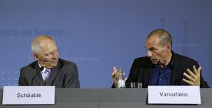 Greek Finance Minister Yanis Varoufakis and German Finance Minister Wolfgang Schaeuble (L) address a news conference following talks at the finance ministry in Berlin February 5, 2015. REUTERS/Fabrizio Bensch