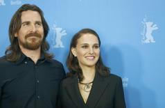 Actors Christian Bale and Natalie Portman (R) pose during a photocall to promote the movie 'Knight of Cups' in competition at the 65th Berlinale International Film Festival, in Berlin February 8, 2015.    REUTERS/Hannibal Hanschke