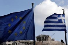 """Si la Grèce ne parvient pas à trouver un accord sur l'aménagement de sa dette avec ses partenaires européens, elle pourrait solliciter de l'aide ailleurs, selon le ministre grec de la Défense Panos Kammenos. """"Cela pourrait être les Etats-Unis au mieux, cela pourrait être la Russie, cela pourrait être la Chine ou d'autres pays"""", a-t-il déclaré. /Photo prise le 20 janvier 2015/REUTERS/Alkis Konstantinidis"""