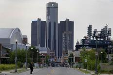 Un membre du groupe d'experts qui avait aidé à restructurer General Motors en 2009 s'est associé à des fonds d'investissement pour réclamer un siège au conseil d'administration et demander un engagement concret de rachat d'actions. /Photo prise le 10 juin 2014/REUTERS/Rebecca Cook