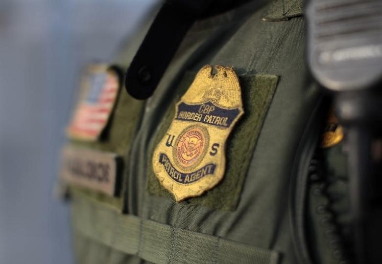 A U.S. Customs and Border Patrol agent suits up for his night patrol along the international border between Mexico and the United States near San Diego, California, March 26, 2013.   REUTERS/Mike Blake