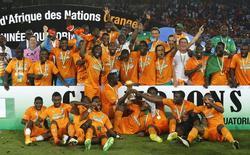 Jogadores da Costa do Marfim comemoram título da Copa das Nações Africanas. 08/02/2015  REUTERS/Amr Abdallah Dalsh