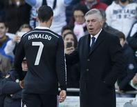 Técnico do Real Madrid, Carlo Ancelotti, e Cristiano Ronaldo em partida do time. 24/01/2015 REUTERS/Marcelo del Pozo