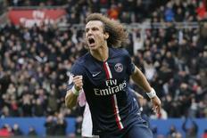 David Luiz comemora gol do Paris St Germain contra o Evian Thonon Gaillard. 18/01/2015.  REUTERS/Gonzalo Fuentes