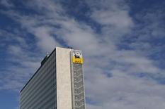 Центральный офис Eni в Риме. 8 февраля 2013 года. Итальянская нефтегазовая компания Eni снизила чистую прибыль на 64 процента в четвертом квартале из-за падения цен на нефть и планирует сократить капиталовложения в этом году. REUTERS/Alessandro Bianchi