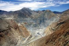 Imagen de archivo de la mina de cobre Los Pelambres en el Norte de Chile, ene 27 2007. La minera chilena Antofagasta recortó el lunes su pronóstico de costos de producción para este año en un 6,6 por ciento debido a precios del petróleo más bajos y la debilidad del peso chileno frente al dólar estadounidense.  REUTERS/Victor Ruiz Caballero