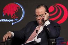 """El presidente ejecutivo de HSBC, Stuart Gulliver, en un foro en Hong Kong, dic 5 2013. HSBC le dio a sus problemáticos negocios en Brasil, México, Turquía y Estados Unidos entre uno y dos años para mostrar su valor antes de que sean propuestas soluciones """"más extremas"""", dijo el lunes el presidente ejecutivo de la compañía. REUTERS/Tyrone Siu"""