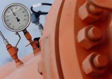 Датчик давления на газовом распределительном трубопроводе в Берегдароце, Венгрия 10 февраля 2015 года. После неудачной попытки построить газопровод на юго-восток Европы Кремль ведет переговоры о новом проекте, который позволил бы ему сохранить инструмент влияния на страны Запада. REUTERS/Laszlo Balogh