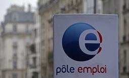 Le nombre de demandeurs d'emploi n'exerçant aucune activité a reculé de 0,5% en janvier en France mais en prenant en compte les chômeurs exerçant une activité réduite, le nombre d'inscrits à Pôle emploi a augmenté de 0,3% sur le mois pour atteindre un nouveau record. /Photo prise le 25 février 2015/REUTERS/Christian Hartmann