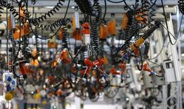 Réductions de prix et faiblesse de l'euro ont permis une accélération de l'activité des entreprises dans la zone euro en février, laissant présager pour le premier trimestre une croissance de 0,3%, conforme à la prévision donnée par une enquête Reuters le mois dernier. /Photo d'archives/REUTERS/Kai Pfaffenbach