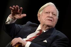 """The former German Chancellor Helmut Schmidt gestures during his speech at his birthday party, organized by German weekly magazine """"Die Zeit"""", in a theater in Hamburg, January 19, 2014.  REUTERS/Fabian Bimmer"""