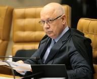 O ministro do STF Teori Zavascki em sessão plenária, em Brasília. 25/02/2015 REUTERS/STF/Carlos Humberto/Divulgação