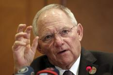 En la imagen, Schäuble durante una rueda de prensa en Estambul, el 10 de febrero de 2015. El ministro de Finanzas de Alemania, Wolfgang Schaeuble, dijo el martes que Grecia no recibirá asistencia financiera a menos que los prestamistas internacionales concuerden en que ha ratificado sus compromisos de reformas. REUTERS/Osman Orsal