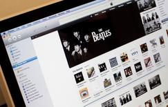 Imagen de archivo del sitio web iTunes visto en la pantalla de una computadora en Nueva York, nov 16 2010. El acceso a algunos servicios de Apple Inc, como App Store, iTunes Store, Mac App Store y iBooks Store, se cayó el miércoles y seguía fuera de línea después de más de ocho horas.  REUTERS/Mike Segar