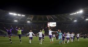Jogadores da Fiorentina comemoram fim do jogo contra a Roma, no estádio Olímpico, em Roma, na Itália, nesta quinta-feira. 19/03/2015 REUTERS/Max Rossi