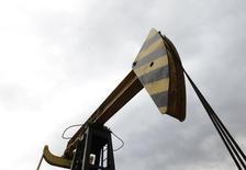 Станок-качалка Роснефти в Краснодарском крае. 21 декабря 2014 года. Соединенным Штатам будет непросто расширить санкции против нефтяной промышленности России из-за страха европейских стран перед экономическими последствиями, говорят аналитики. REUTERS/Eduard Korniyenko