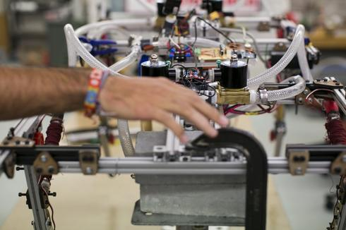 Robot racing sparks scientific enthusiasm in U.S. students