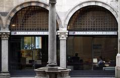 """Le Sénat italien a voté mardi en faveur d'un décret visant à convertir les dix plus grandes banques coopératives du pays (ou """"popolari"""") en sociétés par actions, une réforme qui devrait déclencher un mouvement de concentration dans le secteur. /Photo d'archives/REUTERS"""