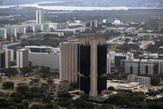 Vista aérea de la sede principal del Banco Central de Brasil en Brasilia. 20 de enero, 2014. Los créditos en circulación en el sistema bancario de Brasil aumentaron un 0,5 en febrero, informó el miércoles el banco central. REUTERS/Ueslei Marcelino