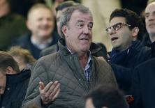 Jeremy Clarkson em estádio durante partida entre Chelsea e Paris Saint-Germain.  11/03/2015   Reuters / Stefan Wermuth Livepic