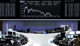 Les Bourses de la zone euro ont clôturé en baisse mercredi, le rebond de la monnaie unique à près de 1,10 dollar incitant aux prises de profits et éclipsant l'indice du climat des affaires allemand, ressorti au plus haut depuis juillet 2014. L'indice CAC 40 a fini en repli de 1,32% et la Bourse de Francfort a perdu 1,17%. /Photo d'archives/REUTERS/Staff/remote