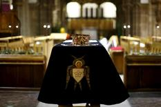 A crown sits on the coffin of King Richard III as it stands in Leicester Cathedral, central England, March 22, 2015. REUTERS/Darren Staples