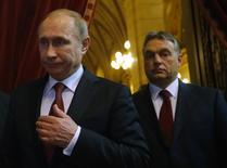 Russian President Vladimir Putin and Hungarian Prime Minister Viktor Orban (R) arrive for a joint news conference in Budapest February 17, 2015. Picture taken February 17, 2015.      REUTERS/Laszlo Balogh