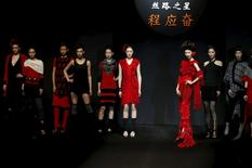 Models showcase designs on the runway at Silk Road Star Cheng Yingfen Collection show during China Fashion Week in Beijing, March 28, 2015.   REUTERS/Kim Kyung-Hoon