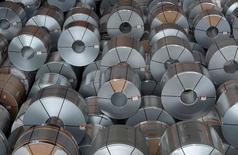 Рулоны стали на заводе компании Salzgitter AG в Зальцгиттере. 17 марта 2015 года. Крупнейший производитель стали в России Евраз в 2014 году увеличил чистый убыток более чем в два раза до $1,3 миллиарда на фоне обвала курса рубля, сообщила компания в среду. REUTERS/Fabian Bimmer