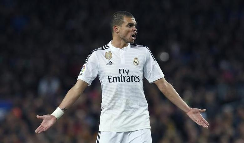 Real Madrid's Pepe reacts during their Spanish first division ''Clasico'' soccer match against Barcelona at Camp Nou stadium in Barcelona, March 22, 2015.            REUTERS/Albert Gea