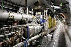 """Los científicos del CERN, la Organización Europea para la Investigación Nuclear, dijeron el domingo que habían reiniciado los experimentos en su gran colisionador de hadrones (GCH), la """"máquina del Big Bang"""", después de hacer ajustes durante dos años, en una nueva apuesta por desentrañar algunos de los misterios del universo. En la imagen, una visión general del colisionador de hadrones en Saint-Genis-Pouilly, cerca de Ginebra, el 23 de julio de 2014. REUTERS/Pierre Albouy/Files"""