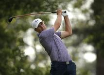 Jordan Spieth of the U.S. hits off the fourth tee during second round play of the Masters golf tournament at the Augusta National Golf Course in Augusta, Georgia April 10, 2015.  REUTERS/Brian Snyder