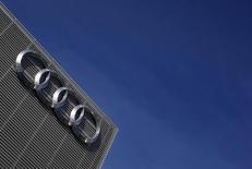 Audi, la marque haut de gamme de Volkswagen, annonce des ventes en hausse de 4,4% en mars à 177.950 unités pour ses voitures et SUV, soit le niveau le plus élevé jamais enregistré sur un mois par le constructeur automobile allemand. /Photo prise le 9 mars 2015/REUTERS/Michael Dalder