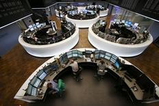 Помещение фондовой биржи во Франкфурте-на-Майне. 16 марта 2015 года. Европейские фондовые рынки снижаются на фоне сообщения, что Nokia ведет переговоры о приобретении Alcatel-Lucent. REUTERS/Ralph Orlowski