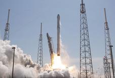 Lançamento do foguete não tripulado da SpaceX, em Cabo Canaveral, na Flórida, nesta terça-feira. 14/04/2015 REUTERS/Scott Audette