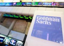 Goldman Sachs annonce un bénéfice en hausse de 41%, soutenu par une explosion de son activité de trading en janvier à la suite de la décision de la Banque nationale suisse d'abandonner le plafond du franc par rapport à l'euro. /Photo d'archives/REUTERS/Brendan McDermid