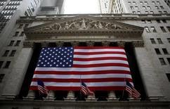 Le déluge de résultats trimestriels attendu au cours de la semaine à venir permettra aux investisseurs de se faire une idée de l'état de l'économie américaine et devrait donc être un facteur déterminant de la tendance à Wall Street. /Photo d'archives/REUTERS/Eric Thayer