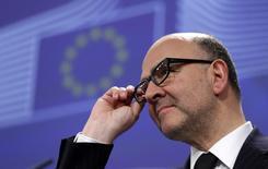 Comissário Europeu, Pierre Moscovic, em entrevista coletiva em Bruxelas. 25/02/2015 REUTERS/Francois Lenoir