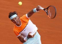 Tenista espanhol Rafael Nadal durante jogo contra sérvio Novak Djokovic no Masters de Monte Carlo, em Mônaco, no fim de semana. 18/04/2015 REUTERS/Jean-Paul Pelissier