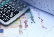 Le déficit budgétaire de la France a légèrement diminué à 4,0% du produit intérieur brut l'an dernier, a annoncé mardi Eurostat en confirmant les dernières estimations communiquées par Paris. /Photo d'archives/REUTERS/Dado Ruvic