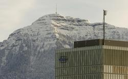 Офис Roche в Швейцарии. 28 января 2015 года. Квартальная выручка фармкомпании Roche выросла на 3 процента и превысила рыночные ожидания за счет хороших продаж препаратов от рака. REUTERS/Arnd Wiegmann
