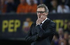 Técnico do PSG, Laurten Blanc, em jogo contra o Barcelona. 21/4/15 REUTERS/Paul Hanna